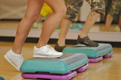 ejercicios de step y aerobic