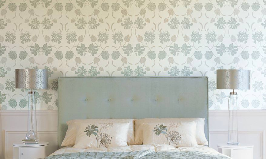 Papel tapiz en el dormitorio