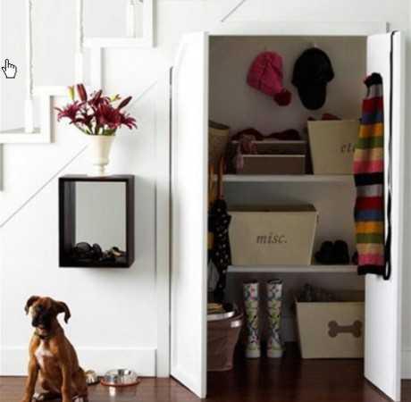 Colocar un armario  debajo de la escalera