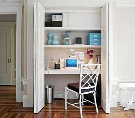 Decorar el armario con un escritorio dentro
