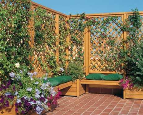 Decorar el jardín con celosías