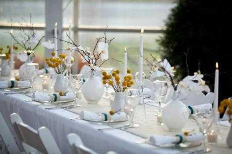 Cómo hacer un centro de mesa con velas y flores