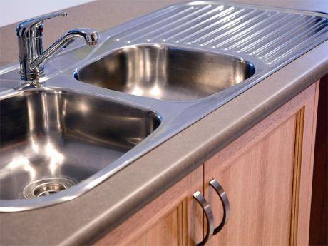 limpiar el fregadero de la cocina