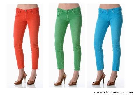 jeans en colores brillantes