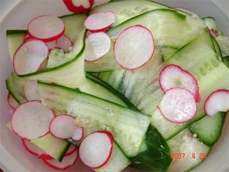 Ensalada de pepino y rabanitos para el colesterol